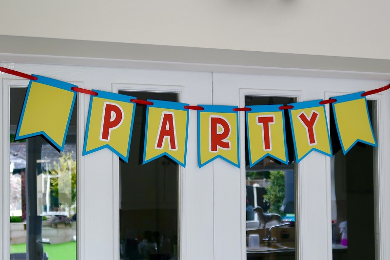 How to Make Your Own Bunting for Parties and Celebrations! 12